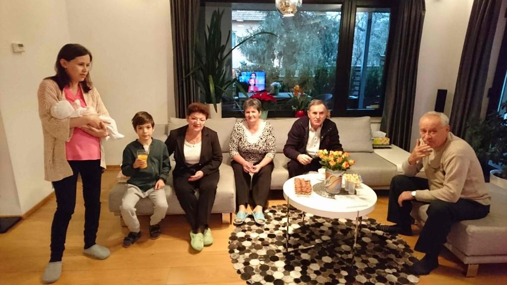Eu cu mama, Victor si bunicii la prima vizita